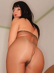 MILF Desyra Noir pulls ultra sheer pantyhose over her tits